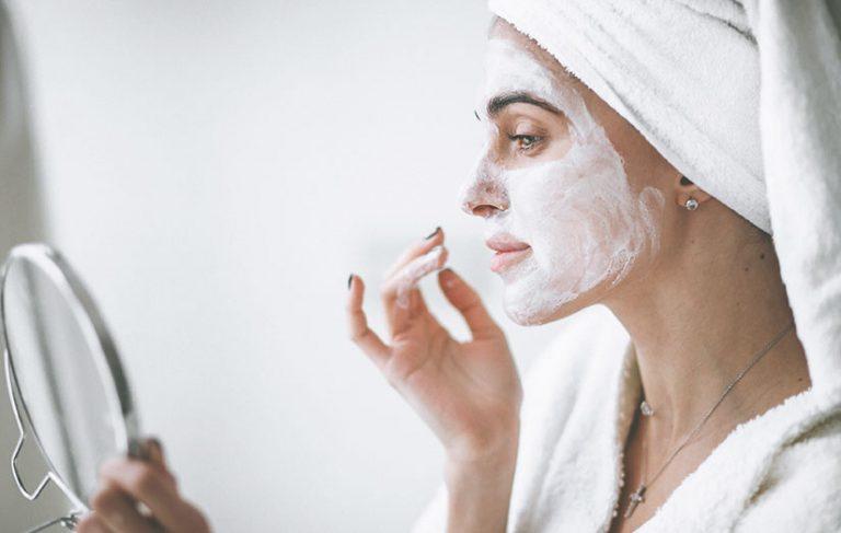 Rutina de belleza diaria para piel grasa